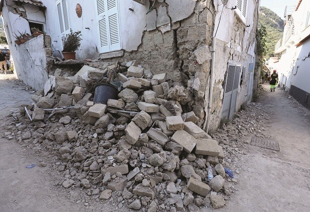 Crollo a Ischia dopo il terremoto del 22 agosto 2017
