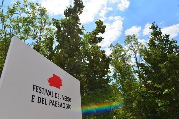 """immagine di un cartello con la scritta """"Festival del verde e del paesaggio"""""""
