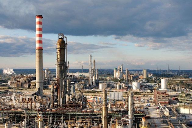 Immagine del polo petrolchimico Eni di Gela