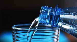 Microplastiche nell'acqua in bottiglia