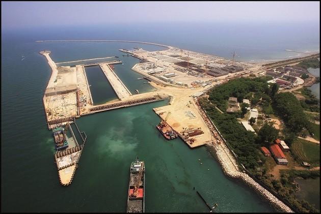 Un'immagine dall'alto dei cantieri del Mose