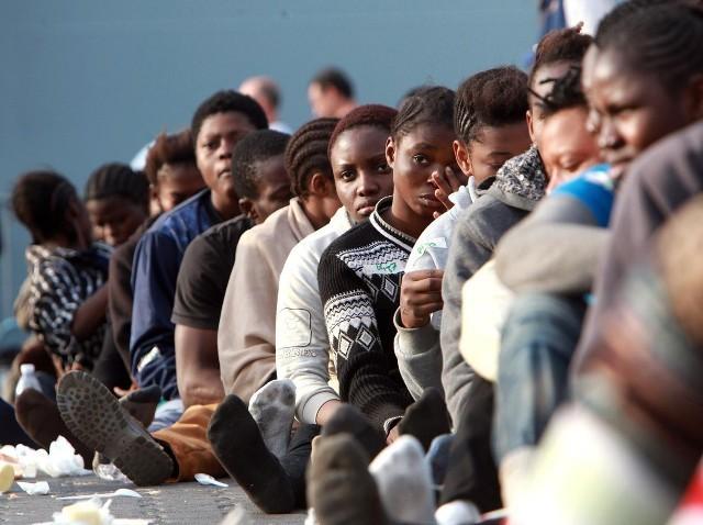 Una fotografia di un gruppo di immigrati africani sbarcati in Italia