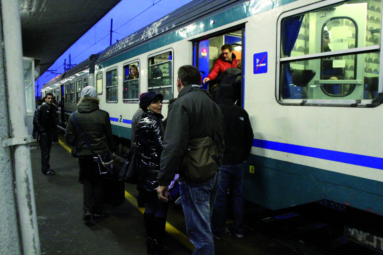 01112010 savona stazione mongrifone disagi e ritardi dei treni causa deragliamento di un treno a bordighera