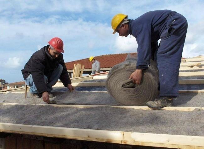 foto di operai al lavoro