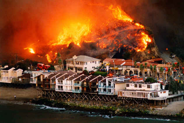 L'immagine di una località colpita dagli incendi in California