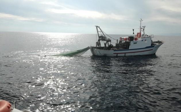 foto di un peschereccio