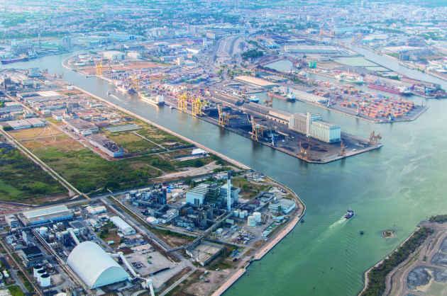 Vista dall'alto della zona industriale di Porto Marghera