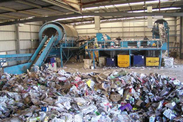 L'immagine di un impianto di differenziazione di rifiuti