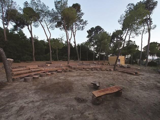 foto del teatro nel giardino della scuola Leopardi di Roma