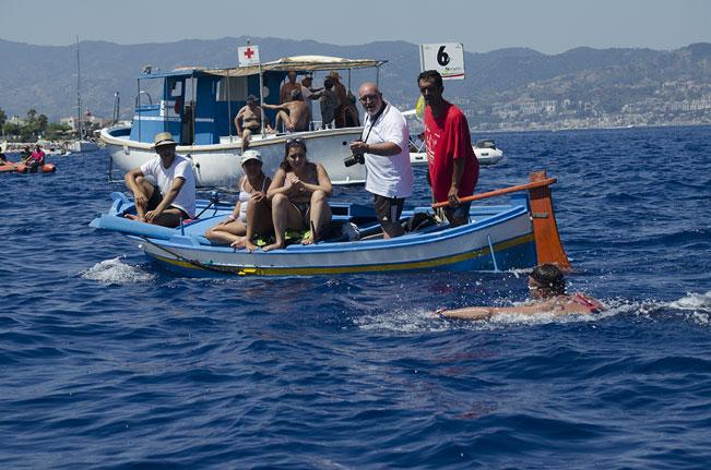 foto dell'imbarcazione di Paolo Pitasi al seguito di Manuel Taiani