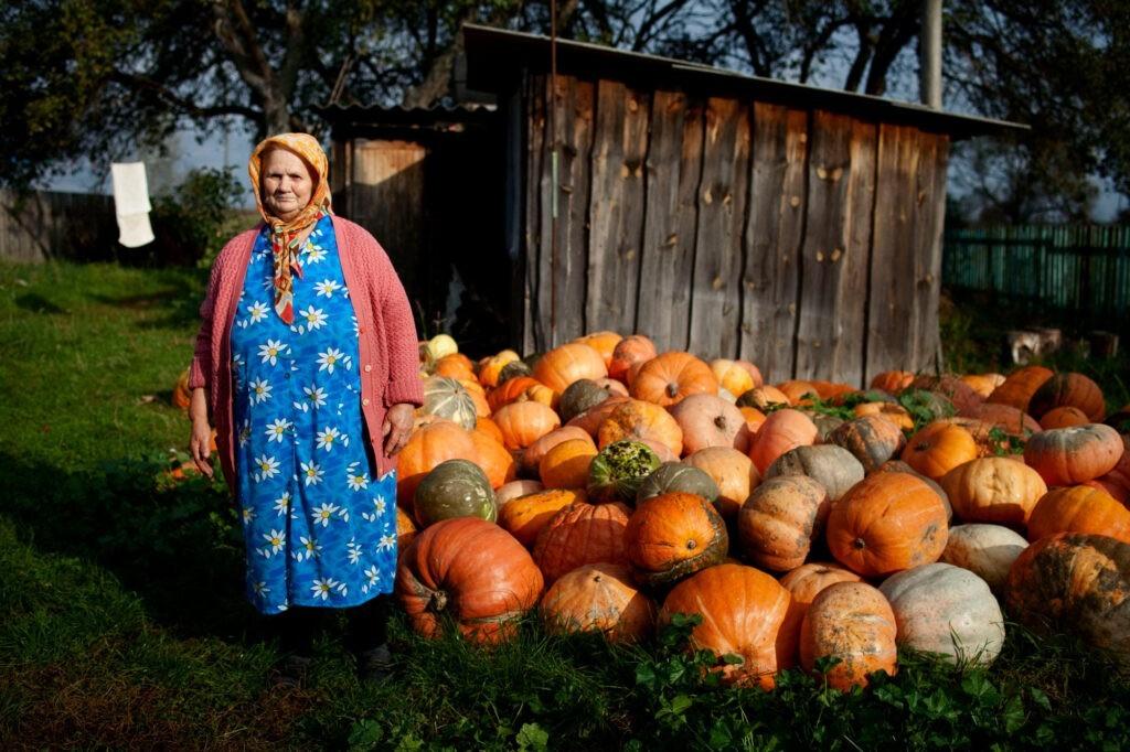 babushkas_Babushka-with-Pumpkins_Original