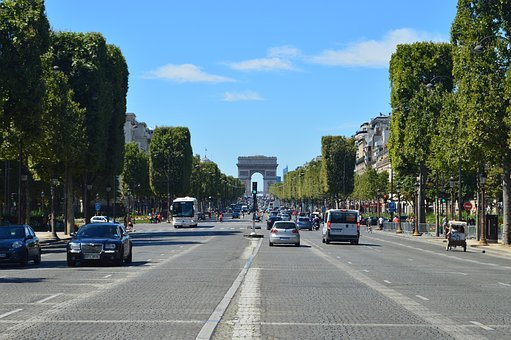 Auto a Parigi