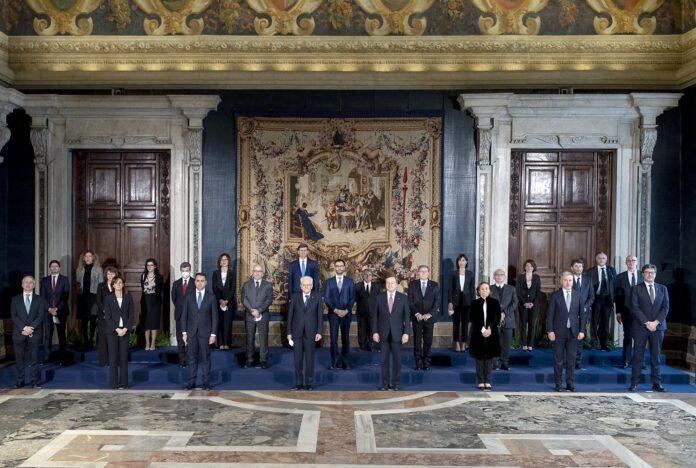 foto di gruppo del Governo Draghi