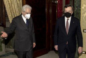 foto di Mattarella e Draghi