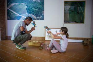 Jean Luc Furore nel museo della fauna selvativa alla Casina nel bosco