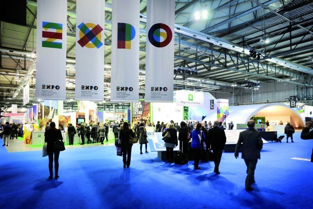 Logo dell'Expo 2015 agli ingressi dei padiglioni di FieraMilano Rho in occasione della Bit 2014  Logo Expo 2015 at the entrances of FieraMilano Rho at the Bit 2014